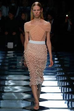 desfile-balenciaga-verao-2015-semana-de-moda-de-paris