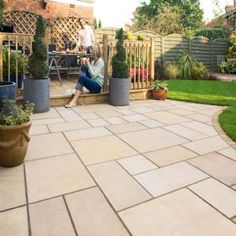 Garden Paving Slabs Ideas that Will Make Your Home Grand modern garden paving slabs ZLYUDJC Garden Slabs, Patio Slabs, Paved Patio, Garden Paving, Driveway Paving, Cement Patio, Flagstone Patio, Paving Design, Sandstone Paving