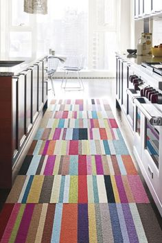 Carpet Tiles: Modern Carpet Squares for Customized Rugs Casa Kids, Estilo Interior, Carpet Squares, Pink Carpet, Green Carpet, Small Space Solutions, Patchwork Rugs, Patchwork Kitchen, Piece A Vivre