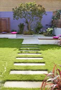 Perspective Tricks to Make Your Garden Appear Larger | Steppingstones on flat planes of grass or gravel | London Garden Designer, Chelsea Garden Design