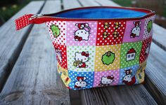 Noodlehead: open wide zippered pouch: DIY tutorial  do this wide mouth zipper pouch with extending zipper.  nice and cute