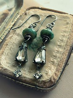 ❥ these earrings are beautiful~ and the box is too!