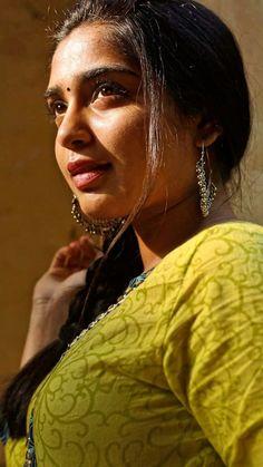 Beautiful Girl Indian, Beautiful Saree, Beautiful Indian Actress, Beautiful Actresses, Beautiful Women, Beauty Full Girl, Cute Beauty, Beauty Women, Indian Natural Beauty