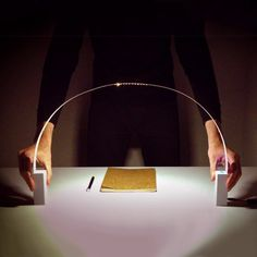 Fluida is a flexible led lamp to adapt to different uses of desk