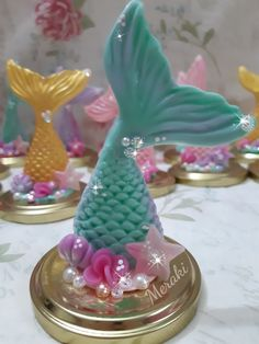 Colas de sirena en porcelana fria Taps de frascos hecho por Daniela Trondle - Meraki Porcelana fría Posadas Misiones Mermaid Theme Birthday, Little Mermaid Birthday, Little Mermaid Parties, Birthday Cake Girls, Birthday Favors, The Little Mermaid, Birthday Parties, Diy For Kids, Crafts For Kids