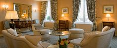 The panoramic suite at Le Bristol Paris. I love the warmth of the this room. Home Living Room, Living Room Designs, Le Bristol Paris, Luxury Accommodation, Luxury Hotels, Spa Services, Paris Hotels, Drawing Room, 5 Star Hotels