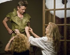 O dançarino e ator Mikhail Baryshnikov como Peter Pan no ensaio fotográgico de Annie Leibovitz - Bastidores #fairytales