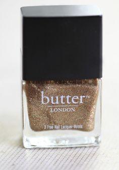 {glittery nails} want.