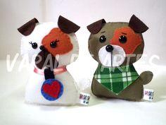 """Cachorrinhos da série """"Dog Love""""  www.facebook.com/lojavaraldeartes Toy Art, Plushies, Dog Love, Art Dolls, Sculptures, Teddy Bear, Christmas Ornaments, Toys, Holiday Decor"""