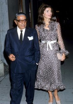 EVGENIA GL ONASSIS COUPLE IN NY Jackie Onassis Sighting - September 10, 1970