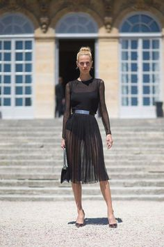 4a46d22bc2 21 Seriously Chic Paris Couture Street Style Outfits To Copy Now (because  im addicted)