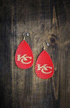 Diy Leather Earrings, Diy Earrings, Leather Jewelry, Teardrop Earrings, Fashion Earrings, Easy Felt Crafts, Diy Resin Crafts, Jewelry Crafts, Jewelry Making Beads