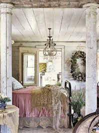 Brocante chic    Delightful romantic meets raw and rustic