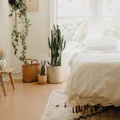 Master bedroom design hacks - You should decide what kind of mood you need your room once you start any design work. Moods could be bold and exciting to tranquil and soothing. Home Design Decor, Interior Design, Interior Ideas, Design Ideas, Houses Architecture, Casa Top, Urban Outfitters Home, Home And Deco, My New Room