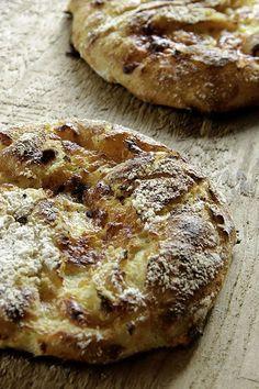 Polentafladen - Plötzblog - Selbst gutes Brot backen - http://back-dein-brot-selber.de/brot-selber-backen-rezepte/polentafladen-ploetzblog-selbst-gutes-brot-backen/