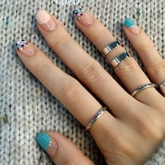 Beautiful nail art designs that are just too cute to resist. It's time to try out something new with your nail art. Cute Spring Nails, Cute Nails, Pretty Nails, My Nails, Glitter Nails, Summer Nails, Korean Nail Art, Korean Nails, Minimalist Nails