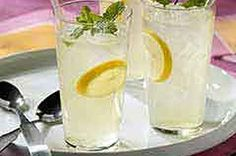 CRYSTAL LIGHT Lemonade Mint Julep recipe make a large batch the day before and enjoy during the Kentucky Derby! Kraft Foods, Kraft Recipes, Party Food And Drinks, Fun Drinks, Summer Drinks, Cocktail Drinks, Cocktail Recipes, Mint Julep Recipe Non Alcoholic, Lemon Drop Martini