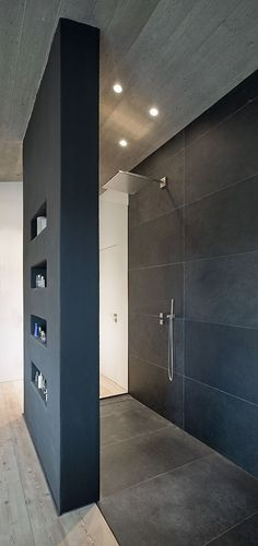 Wohnhaus Stallwang: Offene Dusche The Most Useful Bathroom Shower Ideas There are almost uncountable Modern Bathroom Design, Bathroom Interior Design, Modern House Design, Contemporary Bathrooms, Home Design, Contemporary Design, Open Showers, Modern Shower, Bathroom Inspiration