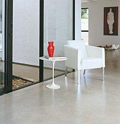 Antes de assentar piso sobre piso de cimento queimado é nescessário a retirada da resina ou cera