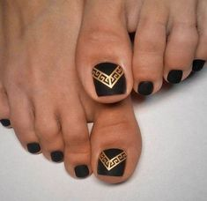 Red nail art designs– red is universal color for makeup. nothing can go wrong with red! so, try these cute and quirky red nail art designs on your toes to Pedicure Colors, Pedicure Tips, Pedicure Nail Art, Toe Nail Art, Nail Colors, Black Pedicure, Cute Toenail Designs, Pedicure Designs, Toe Nail Designs