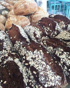 Tjejerna är på Majas och sparkar igång veckan medan jag är i solen och badar! Idag finns det nygräddat Lingonbröd med fänkål och kummin och surdegsbröd kommer även servera dagens sallad och soppa till lunch! Hjärtligt välkomna#sockermajas #bageri #torslanda #gott #välkomna