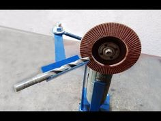 Sharpening drill bits using simple and ingenious DIY angle grinder holder/drill bit guide.