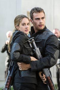 ~Divergent~ ~Insurgent~ ~Allegiant~ Such a cute couple Divergent Fandom, Divergent Trilogy, Divergent Insurgent Allegiant, Insurgent Quotes, Divergent Quotes, Tris And Tobias, Tris And Four, Theo James, Tris E Quatro