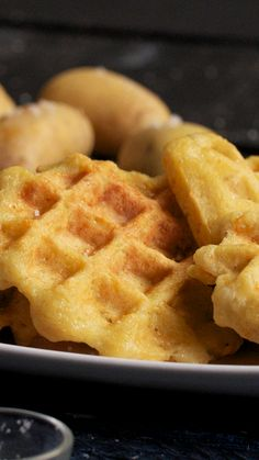 Gaufres aux pommes de terre Want to change the usual waffles? Opt for these savory potato waffles for a gourmet meal! Waffle Recipes, Gourmet Recipes, Cake Recipes, Snack Recipes, Cooking Recipes, Potato Recipes, I Love Food, Good Food, Yummy Food
