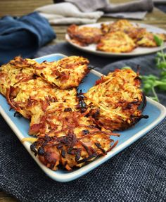 Celeriac hash browns with bacon and parmesan Real Food Recipes, Yummy Food, Healthy Recipes, Healthy Dinners, Food N, Food And Drink, Hashbrown Breakfast Casserole, Paleo, Bacon