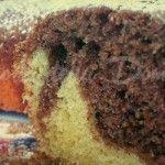 Il Ciambellone della nonna  Un ciambellone al cioccolato è il dolce ideale per chi ha poco tempo, è impegnato e ha pochi ingredienti nel frigorifero, ma vuole comunque gustarsi qualcosa di dolce dopo i pasti o a merenda.  Il ciambellone che vi propongo oggi è la ricetta classica che si tramanda da generazioni nella mia famiglia e che ha sempre soddisfatto sia gli adulti che i più piccoli.  - See more: http://www.latortadelladomenica.it/recipe/il-ciambellone-della-nonna/
