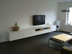 Hangende TV kast op maat opening voor center speaker lak