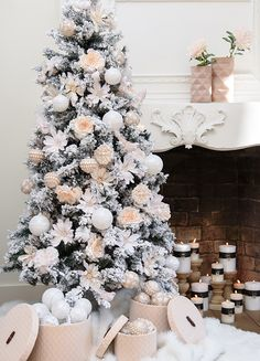 Give your home some seasonal sparkle with a beautiful all-white scheme. Learn how to perfect this look over on the achica blog