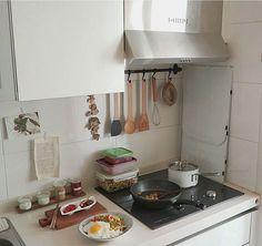 Apartment Interior, Kitchen Interior, Kitchen Design, Kitchen Ideas, Korean Apartment, Korean Kitchen, Casa Clean, Aesthetic Room Decor, Deco Design