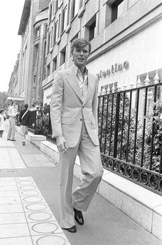 David Bowie paris 1977 Twiggy's 'Loves To Be Loved' David Bowie Blog