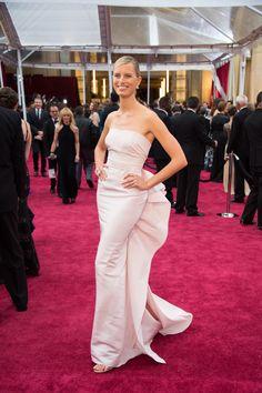 #Oscars2015 Los vestidos de las famosas sobre la #alfombraroja #redcarept #trajesdenoche #famosas #fashion #moda #KarolinaKurkova