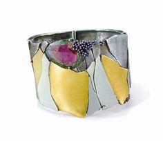 Bracelet by Helfried Kodré - Silver, fine gold, white gold, tourmaline, sapphires, diamonds, rubies, cast Photo : George Champion