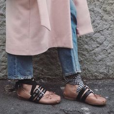 Bailarina moderna - Betty - Be true to yourself Ballerine Miu Miu, Spring Fashion Trends, Winter Fashion, Flat Shoes Outfit, Shoes Style, Ladylike Style, Feminine Style, Fashion Now, Fashion Women