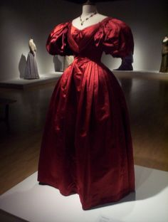 Onegin (1999), by Martha Fiennes, a story set in early 1830s with Liv Tyler/ Tatyana' gown. Costume design: John Bright and Chloé Obolensky.