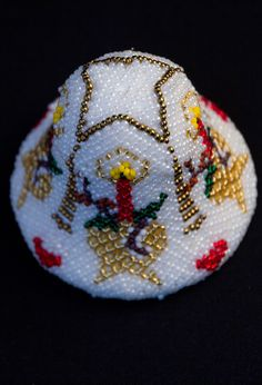 Christmas bell made with 9/0 beads around a polystyrene bell. www.glitterwitch.co.uk