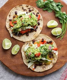 The Best Black Bean Fajitas + Homemade Guacamole. Flavorful and hearty, these fajitas make for an easy lunch or dinner meal idea. Ready and on the table in about 30 minutes! Mexican Food Recipes, Whole Food Recipes, Dinner Recipes, Cooking Recipes, Ethnic Recipes, Homemade Guacamole, Guacamole Recipe, Delicious Vegan Recipes, Vegetarian Recipes