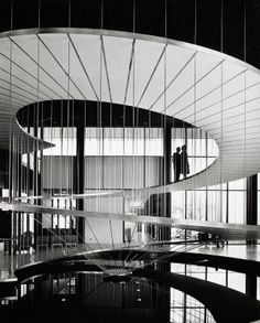Convair Astronautics, San Diego, architect Pereira Luckman, by Julius Shulman 1958 Modern Staircase, Staircase Design, Floating Staircase, Amazing Architecture, Interior Architecture, Miami Architecture, Architecture Foundation, Architecture Images, Interior Design