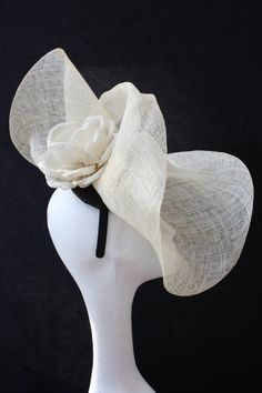Light sculptured fascinator Fascinator Hats, Fascinators, Bridal Fascinator, Headpieces, Bridal Hat, Wedding Headband, Fancy Hats, Cool Hats, Types Of Hats