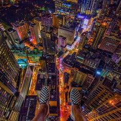 18 Terrifying Photos From the Top of Skyscrapers