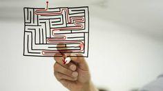 Homem desenhando labirintoLOGISTICA