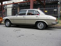 Peugeot 504 TI Modern Classic, Classic Cars, Small Motorcycles, French Kiss, Childhood Days, Parking, Car Manufacturers, Car Car, French Style