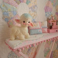 Vintage Home Appliances: Making A Unique Statement In Your Home - Popular Vintage Vintage Love, Vintage Images, Retro Vintage, Kawaii Room, Vintage Planters, Vintage Nursery, Antique Quilts, Retro Toys, Old Toys