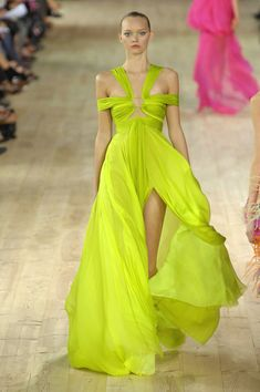 Emanuel Ungaro at Paris Fashion Week Spring 2007 - Runway Photos I Love Fashion, High Fashion, Fashion Show, Couture Fashion, Runway Fashion, Paris Fashion, Yellow Gown, Bright Spring, Spring Summer