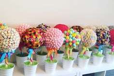 Mushrooms, haribo, flying saucer, marshmallow sweet trees Add some fun to your event Candy Trees, Candy Flowers, Bake Sale Packaging, Lollipop Tree, Bar A Bonbon, Sweet Trees, Tree Centerpieces, Candy Crafts, Chocolate Bouquet
