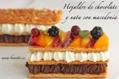- Puff pastry with chocolate and cream with fruit salad Mini Desserts, Plated Desserts, Fresh Fruit Salad, Recipe For 4, Baking Recipes, Sweet Recipes, Cake Decorating, Bakery, Tasty