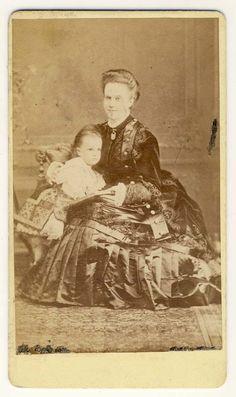 Queen Elisabeth of Romania (Carmen Sylva) with daughter, Pss Maria.